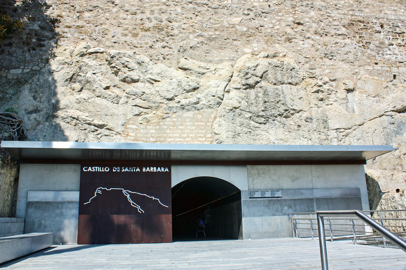 Entrance to the Castillo de Santa Bárbara.