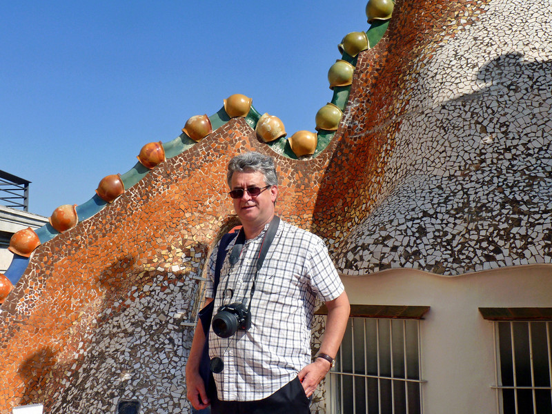 Rustem near the 'dragon's back' on the roof of Casa Battlo.