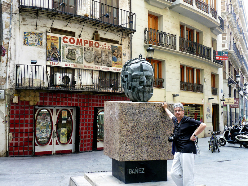 Monument to Spanish writer Vicente Blasco Ibáñez.