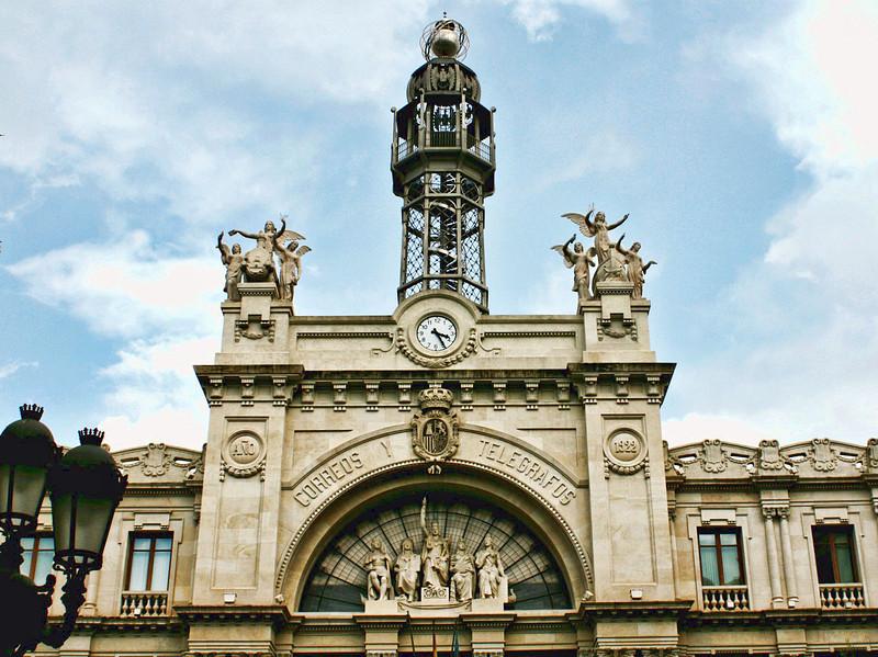 Valencia's Telegraph building. (1920)