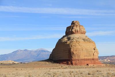 20171125-003 - Utah - Church Rock along US191