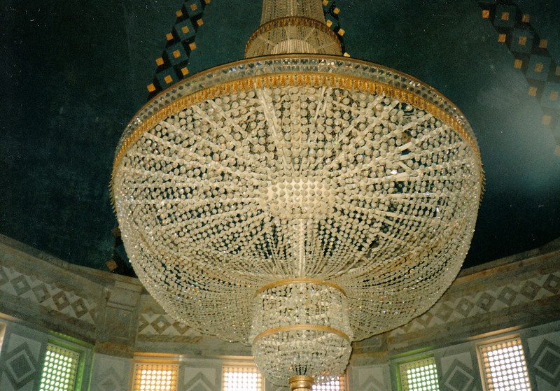 Crystal chandelier hanging above the President's tomb.