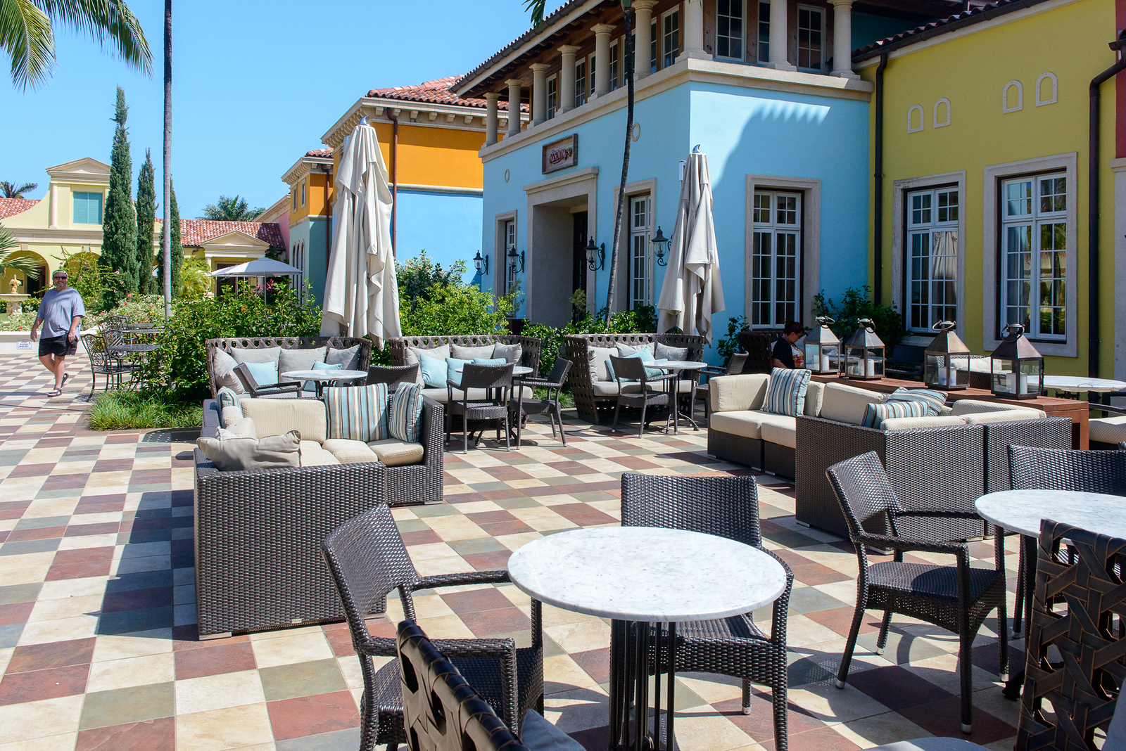 Outdoor seating in front of Cafe de Paris