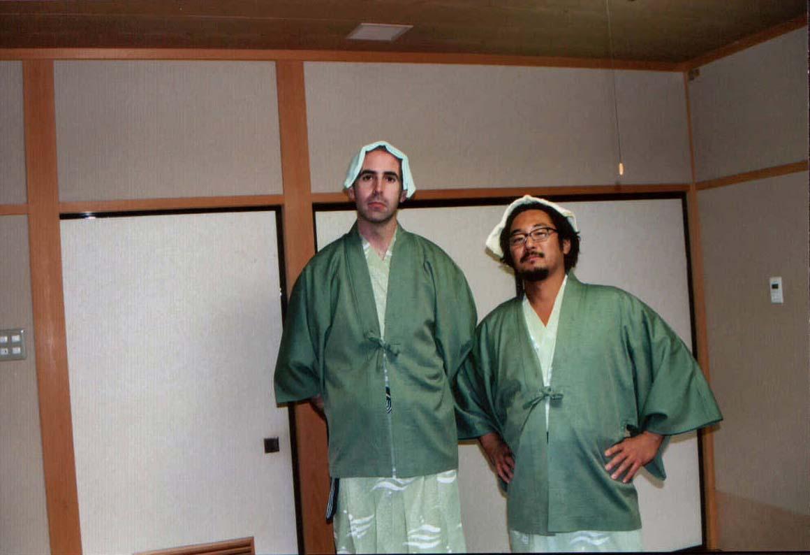 """Sunday 15th. Shin y yo listos para """"tomar las aguas"""" en uno de los balnearios de Kurayoshi"""