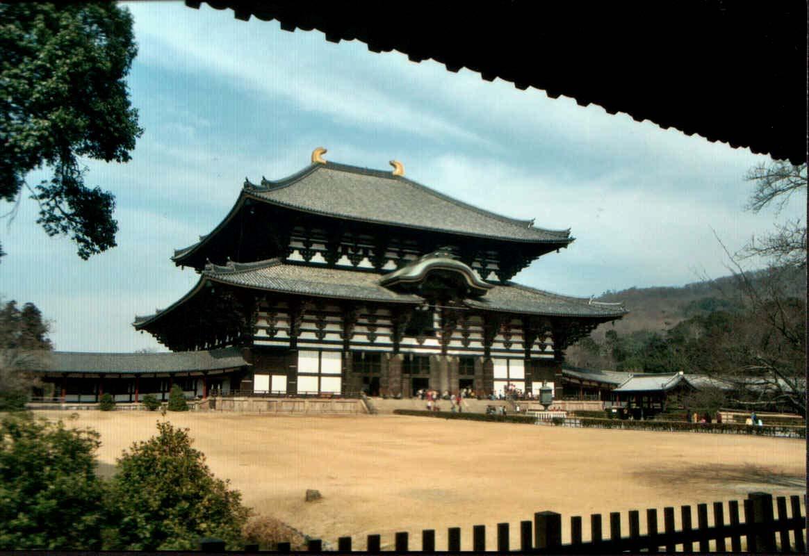 Todai-ji, el templo, es el edificio de madera mas grande del mundo...y solo es dos tercios del complejo original