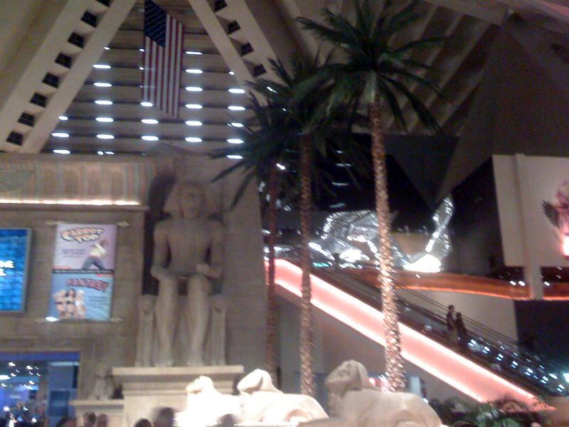 Turistas vienen a Las Vegas por los casinos y tambien por los conciertos,deportes, espectaculos, shows...
