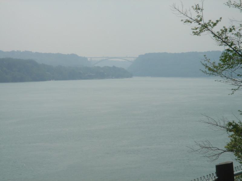 Brug over de Niagara rivier richting USA