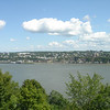 Uitzicht naar de overkant van de rivier