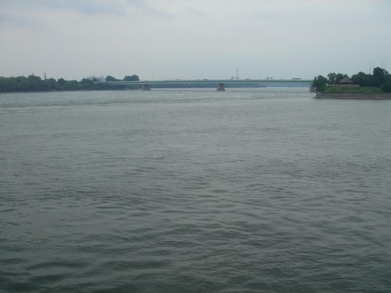 Een van de vele bruggen die het eiland Montreal verbindt met het vaste land