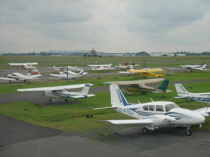 Opnieuw een bezoek aan het vliegveld