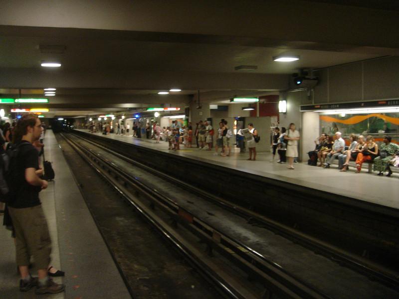 Metro halte Berri Uqam - daar waar 3 van de 4 lijnen elkaar kruisen