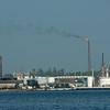 Overkant van de zee: raffinaderij