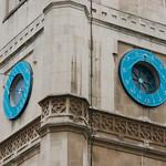 Klok op de St. Margareth church vlakbij de Westminster Abbey
