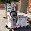 Mobiele bernzinepomp. Benzine en diesel zijn ongeveer 1 euro per liter