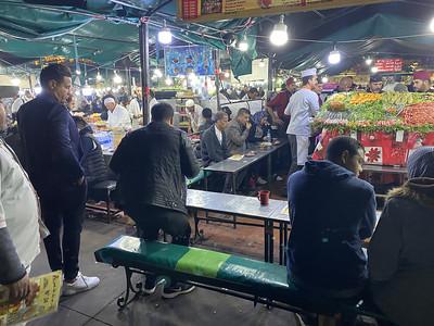 Marrokanen eten op het Jeema El Fna plein