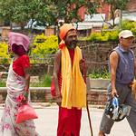 Kleurrijke mensen bij Pashupatinath, een staatstempelcomplex