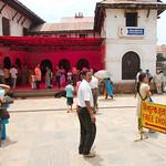 Bij Pashupatinath, een staatstempelcomplex