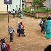 Schoolkinderen lopen altijd in uniform