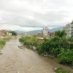 Vieze rivier door Kathmandu