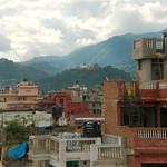 Kathmandu is omringd met heuvels en bergen