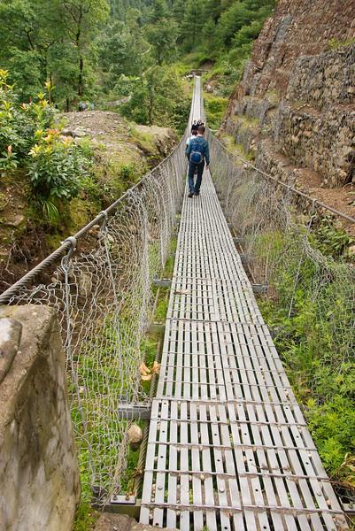 Er zijn veel van dit soort metalen bruggen