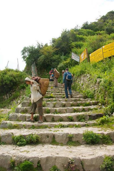 Eindeloze trappen in en bij Namche Bazar