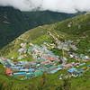 Namche Bazar ligt heel mooi in de bergen