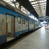 Trein station in Praag; wat een oude, vieze rommel. Wel wordt flink gewerkt aan verbeteringen