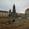 Dresden is een grote bouwput; let ook op de vies-zwarte kerk