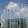 Vele vlaggen bij het Kiev station