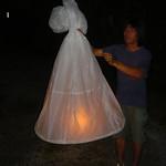 Vuurwerk wordt aan luchtballonnen opgelaten