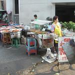 Typisch Thais: koken en eten op straat