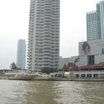 Beelden van Bangkok vanaf de rivier