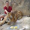 Op de foto bij redelijk niet-tamme tijgers