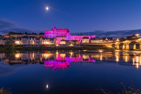 Le château rose à l'heure bleue