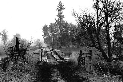The old wooden bridge over Fall River (by Rick's Lodge)