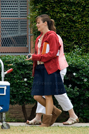 Jennifer Garner and Ashton during the set of the movie Valentine's Day.