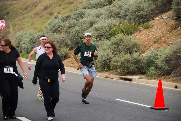Leo races towards the finish of the half marathon (Photo by Valerie Iwasaki)