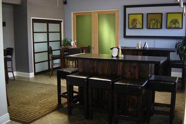 Mondial - Room off Bar