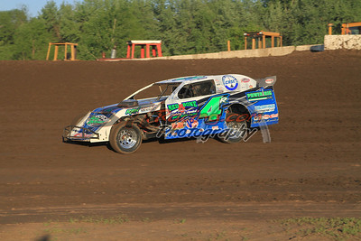 Dereck Ramirez in Thick of Ultra-Busy USMTS Modified Action
