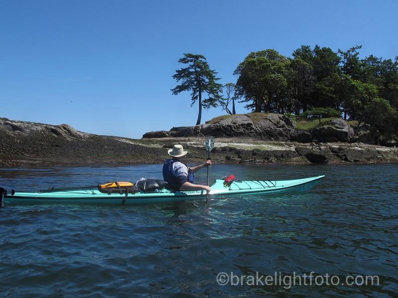 Kayaking along Tumbo Island