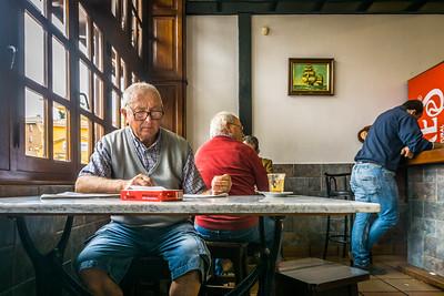 Dag 1.  Camino Del Norte.  Santander - Santillana del Mar. Frokost på en bar i Polanco.
