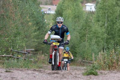 Miesten voittajajoukkueen ankkuri Anders Blomster.
