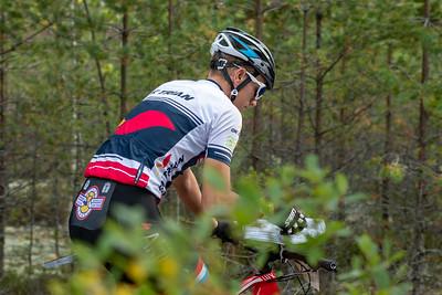 Miesten voittajajoukkueen aloittaja Jesper Lindahl.