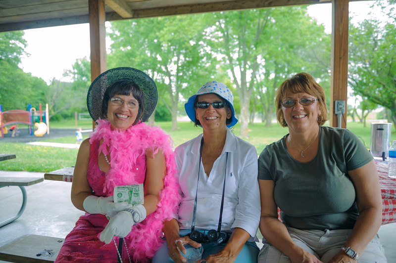 Marci, Mary, and Rhonda (Lee), Centerville IA (16 June 2012)