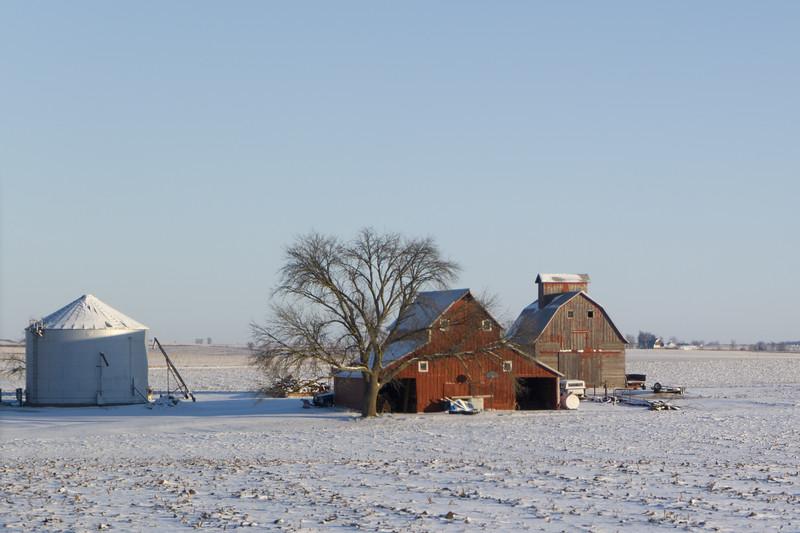 Illionois I-80 - Barns