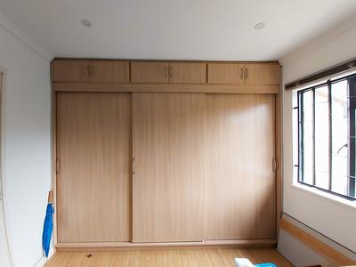 Second bedroom showing build in closet