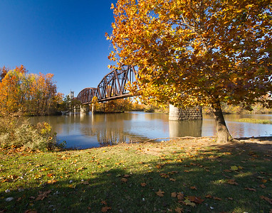 RR bridge over Arkansas River, Fall