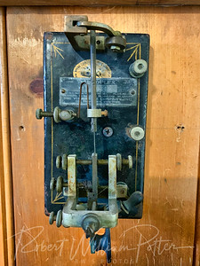 7682-Old Telegraph Machine
