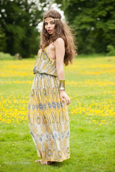 Model: Micaëla Sharon  Styling: Caroline Moermans  Mua: Red Key